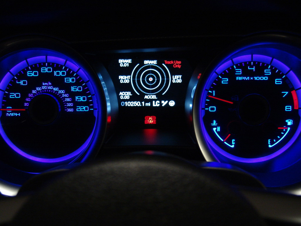 The instrument cluster of the Shelby - with 220 MPH on the clock